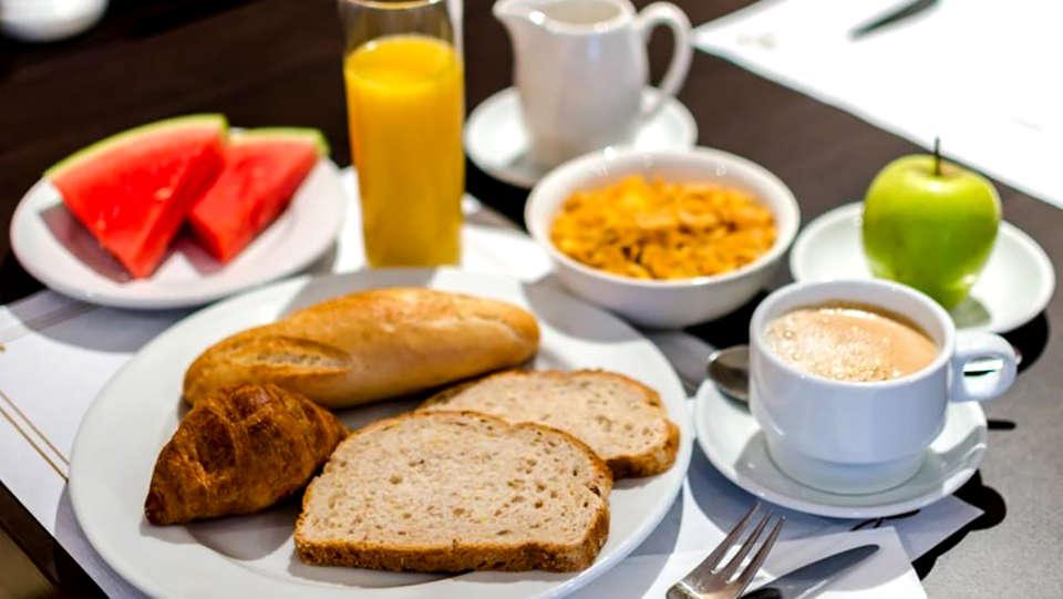 Hotel Alcalá Plaza - Edit_Breakfast1.jpg