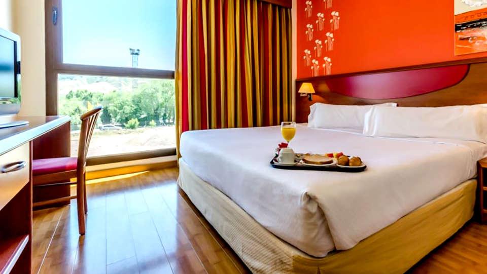 Hotel Alcalá Plaza - Edit_Room2.jpg