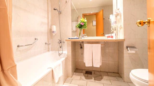 Hotel Bellavista Sevilla - Bathroom