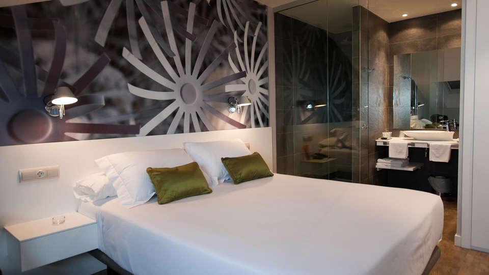 Hotel Andia - EDIT_room4.jpg