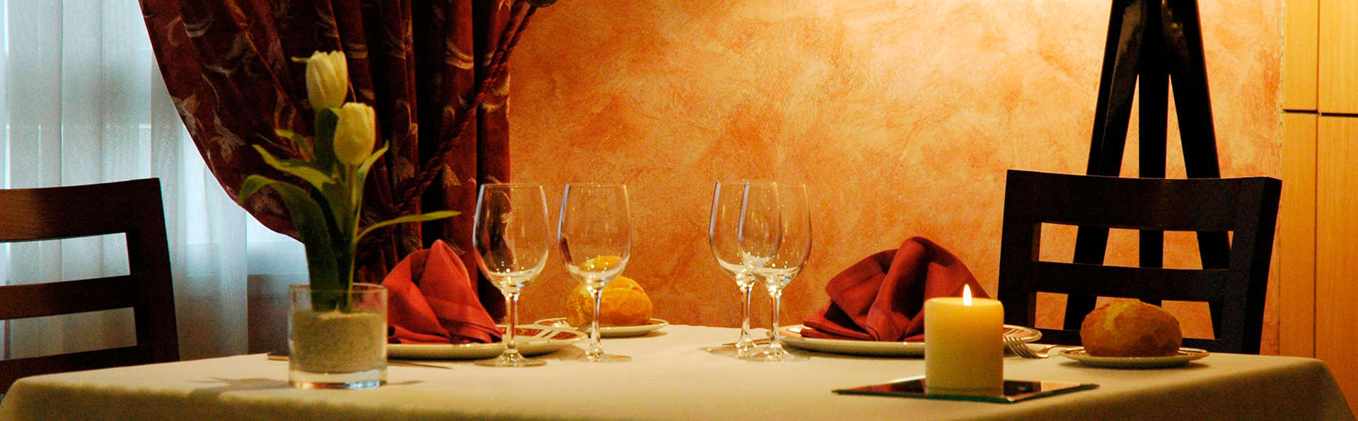 Hotel Andia - EDIT_dinner1.jpg