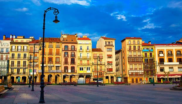 Escapada romántica con bañera hidromasaje y vino cerca de Pamplona