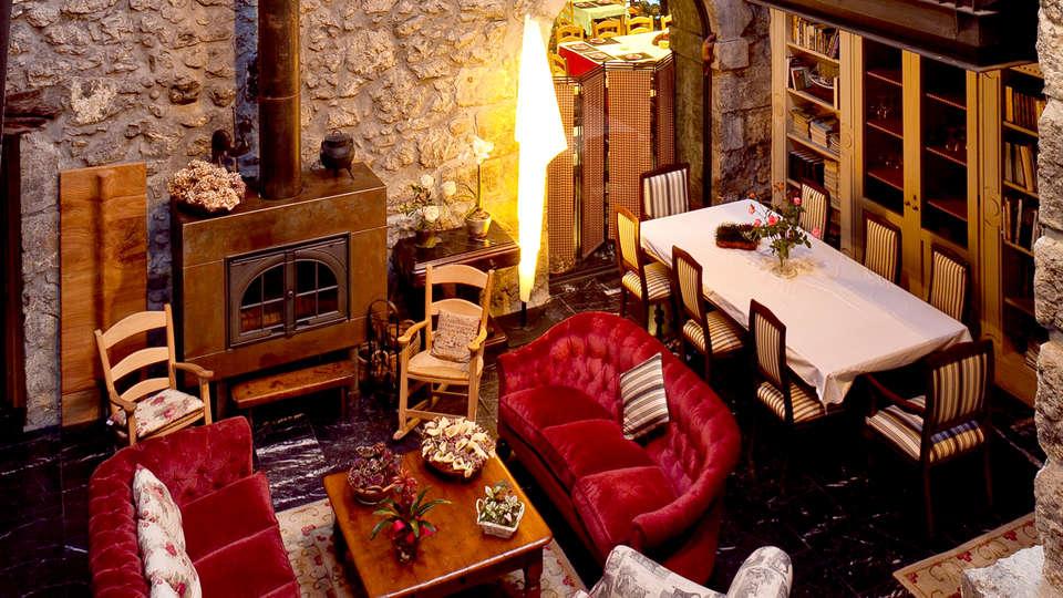 Hotel Antsotegi - Edit_Lounge.jpg