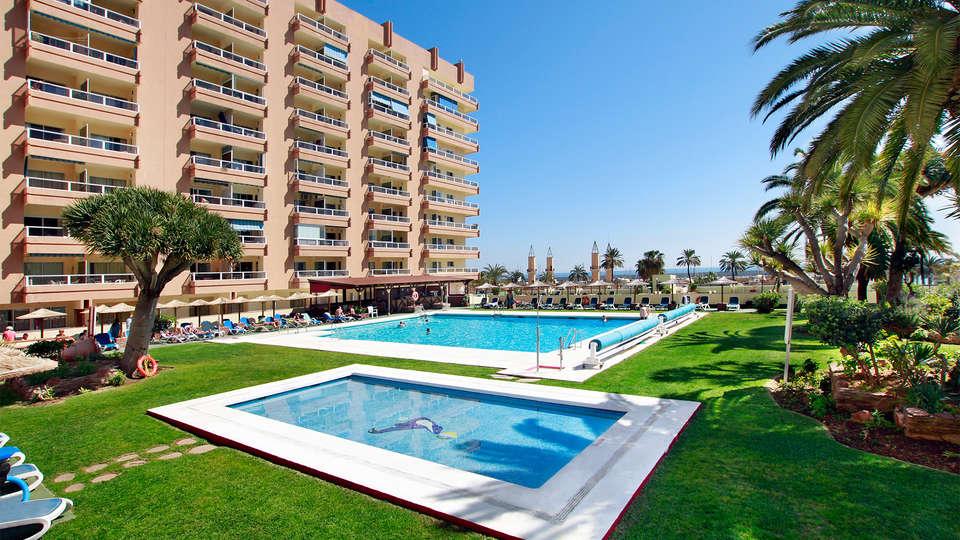 Hotel Apartamentos Pyr Fuengirola - EDIT_Pool.jpg