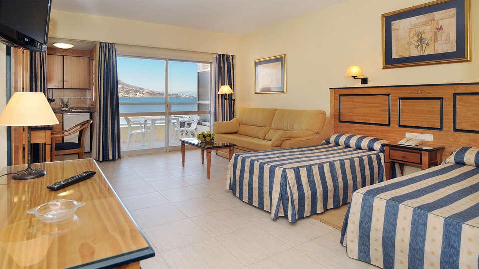 Hotel Apartamentos Pyr Fuengirola - EDIT_Room2.jpg