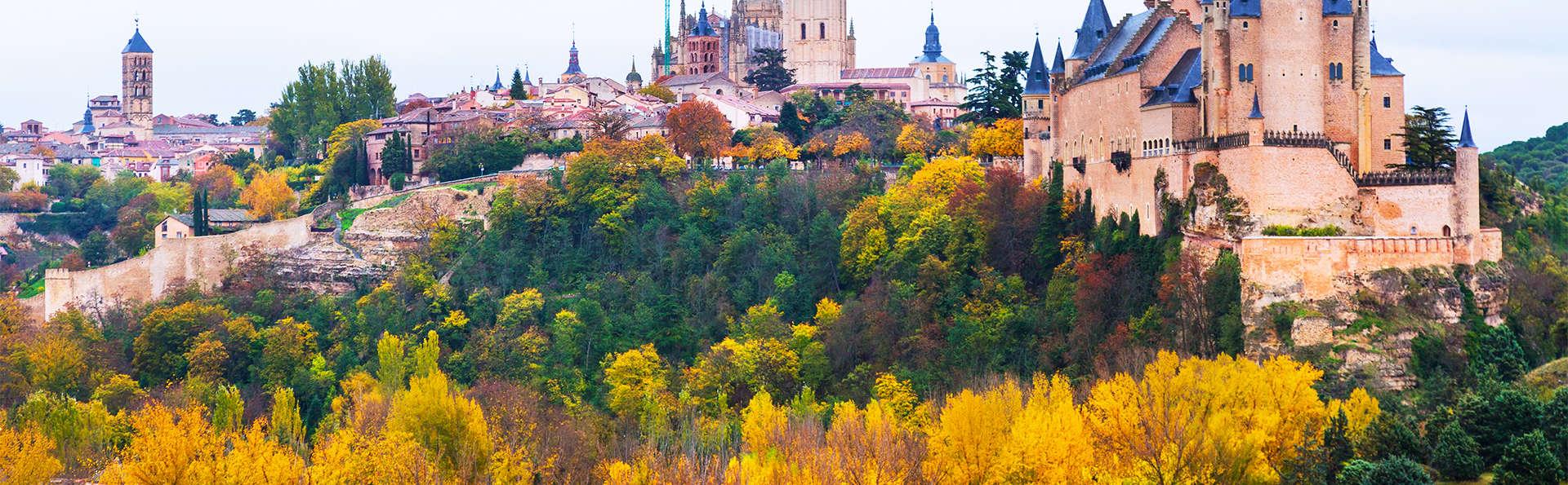 Escapada en un exclusivo hotel en el corazón de Segovia con desayuno y parking gratuito