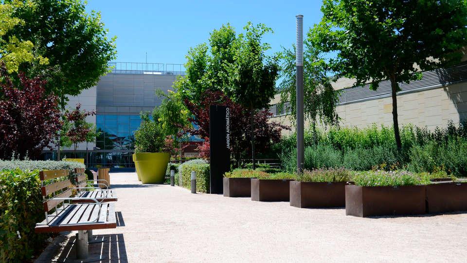 Hotel AR Parquesur - EDIT_exterior3.jpg