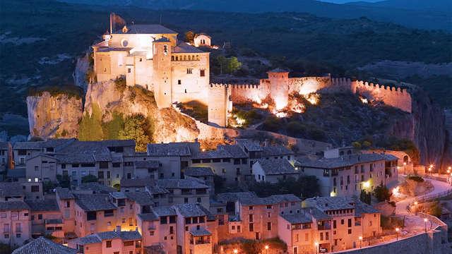Descubre uno de los pueblos más bonitos de España en hotel con mucho encanto en Alquézar