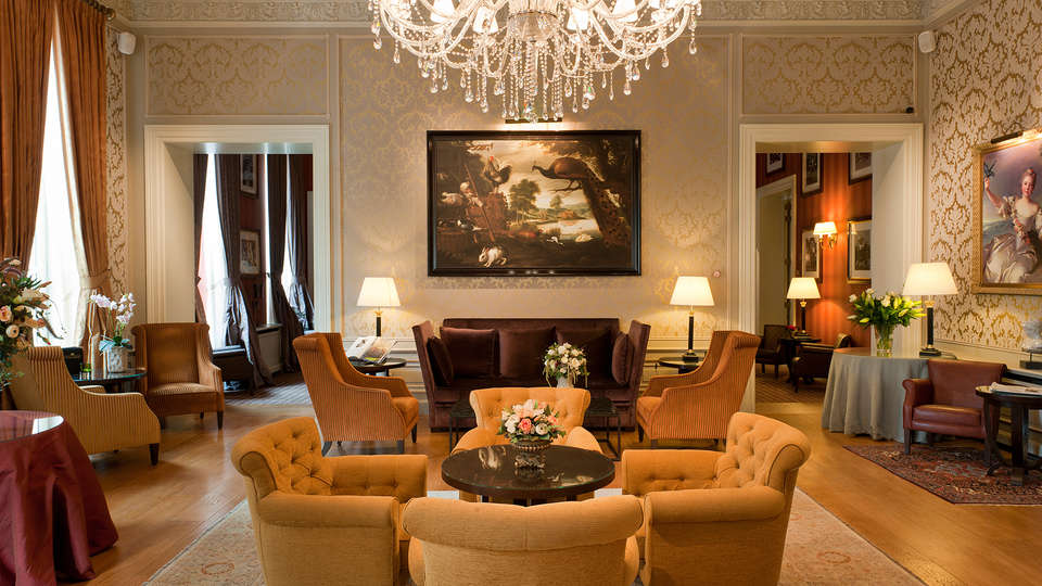 Grand Hotel Casselbergh Brugge - EDIT_hall.jpg