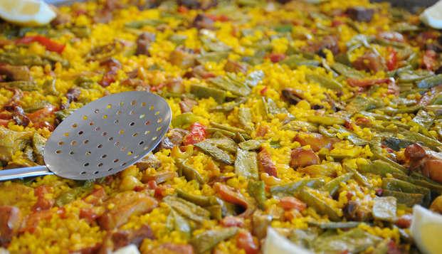 Escapade avec paella valencienne, boissons comprises et visite culturelle.
