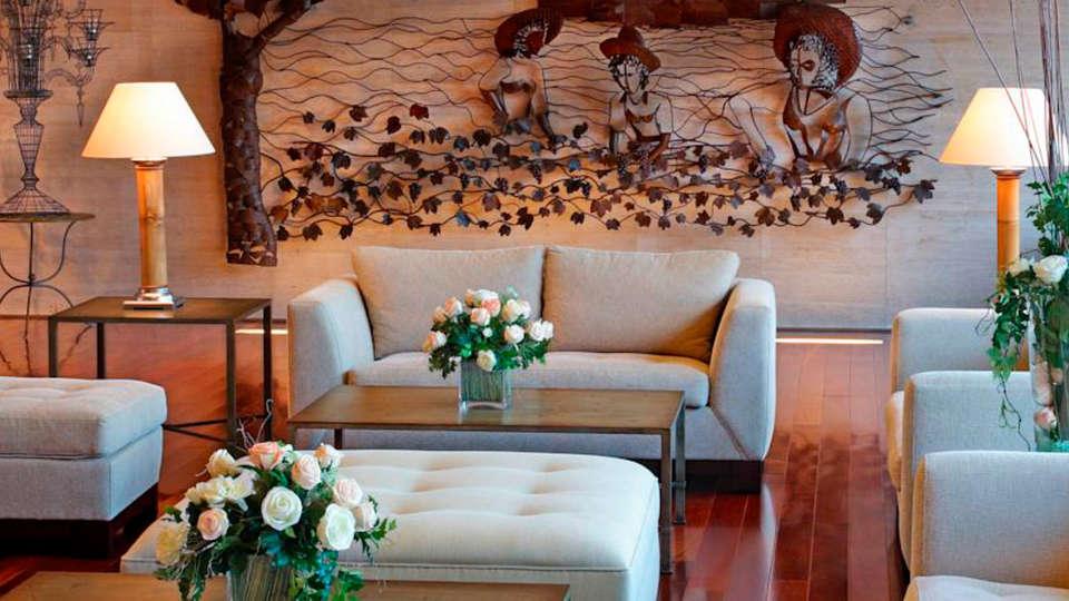 Double Tree by Hilton Barcelona Golf  - EDIT_lobby.jpg