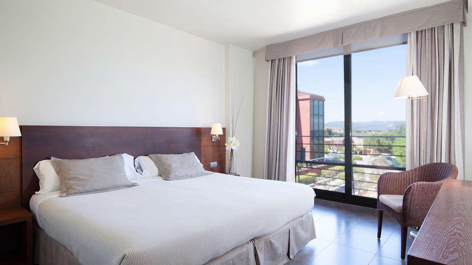 Hotel Barcelona Golf Resort & Spa - EDIT_room.jpg