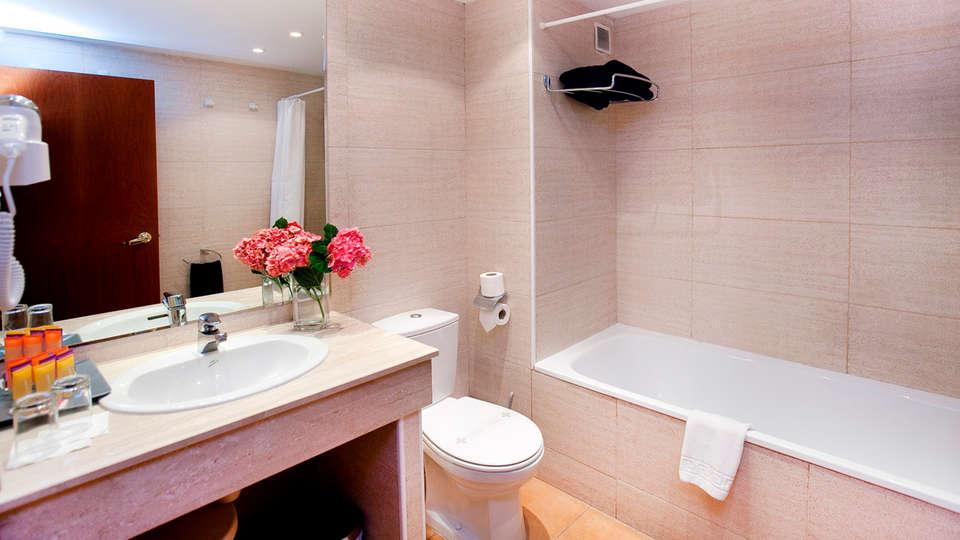 Hotel Montané - edit_bathroom.jpg