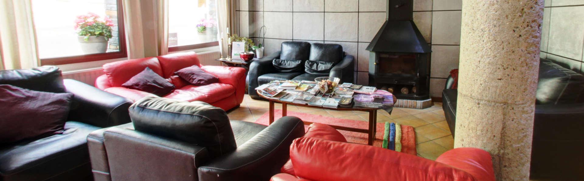 Hotel Montané - edit_lobby2.jpg