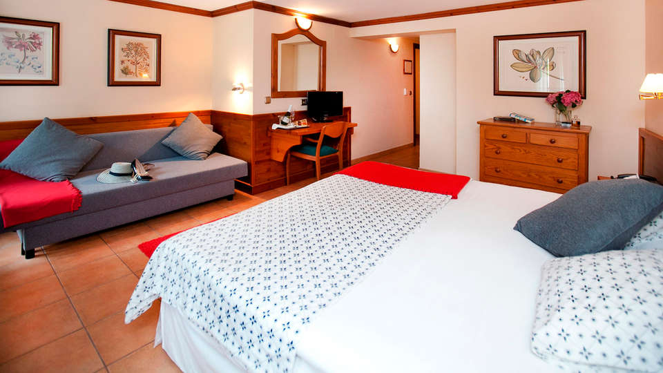 Hotel Montané - edit_room7.jpg