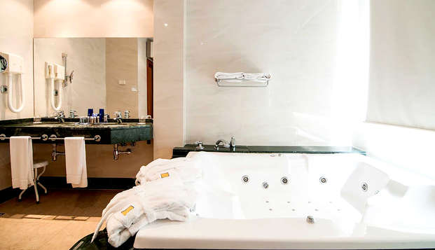 Hotel Occidental Granada by Barcelo Hotel Group - Bathroom