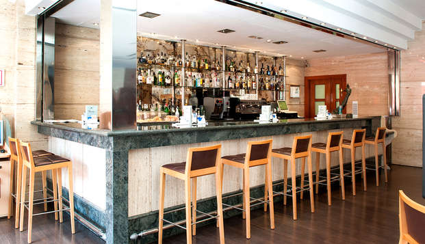 Hotel Occidental Granada by Barcelo Hotel Group - bar