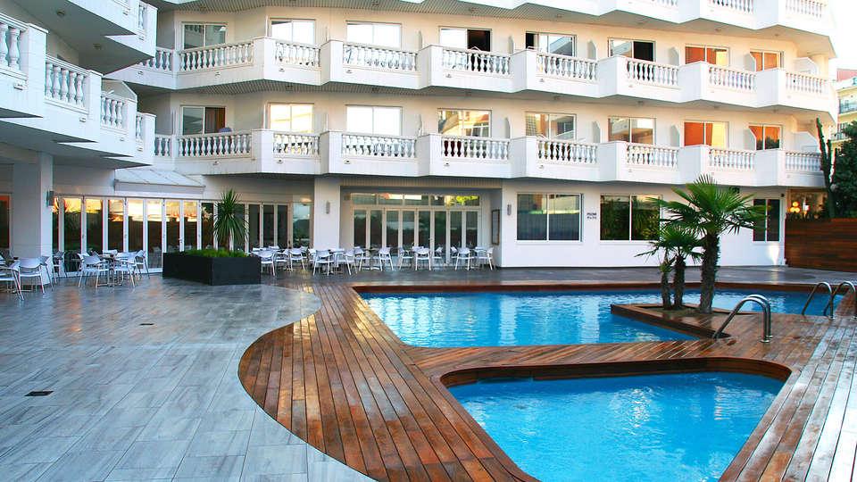 Hotel Bernat II - EDIT_pool.jpg