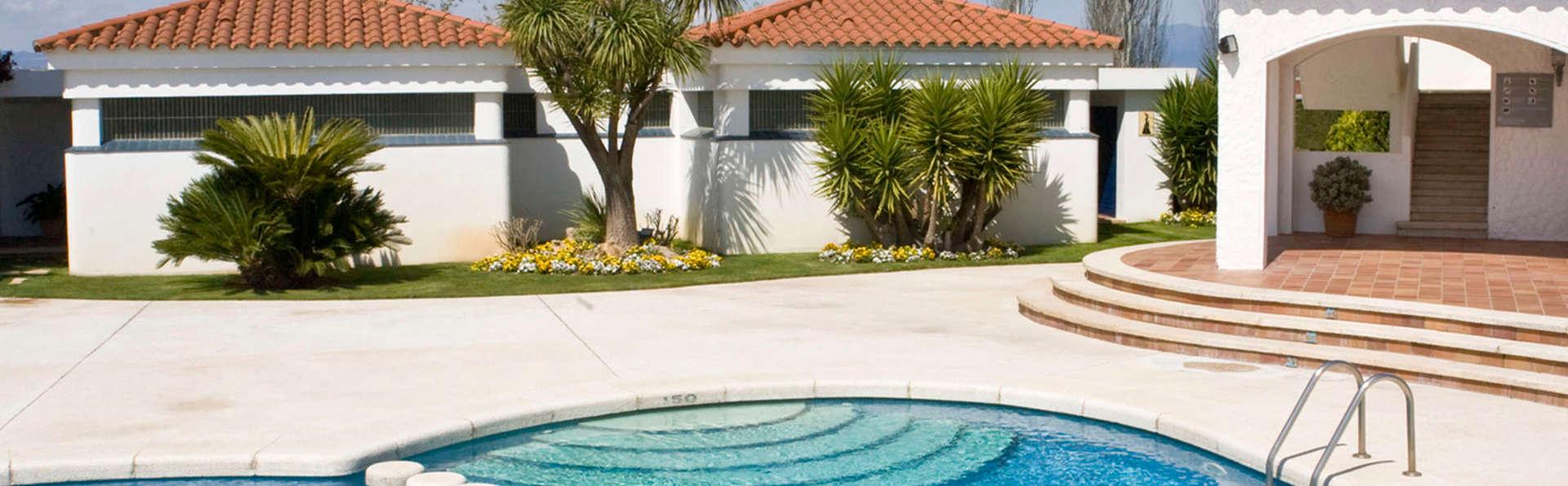 Hotel Bon Retorn - EDIT_pool.jpg