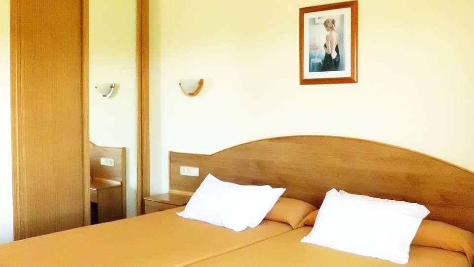 Hotel Brisa da Lanzada - EDIT_room6.jpg