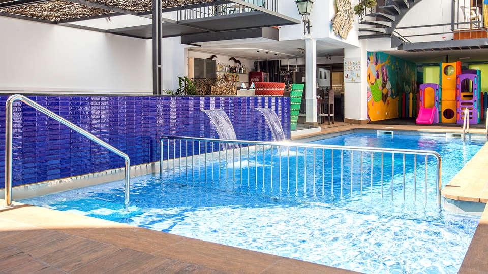 Hotel Neptuno Calella - EDIT_NEW_POOL.jpg