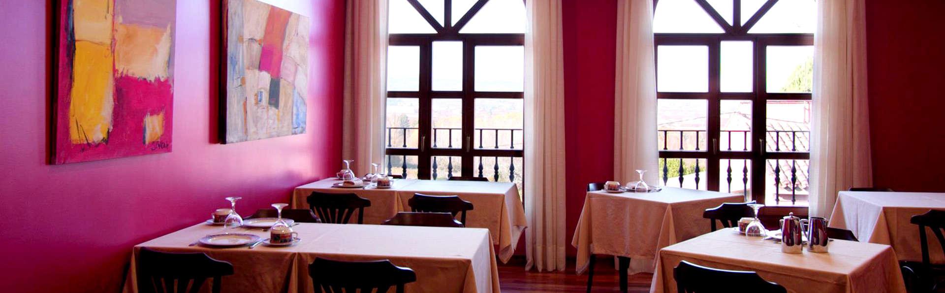 Escapada romántica con cena servida en la habitación y visita bodega