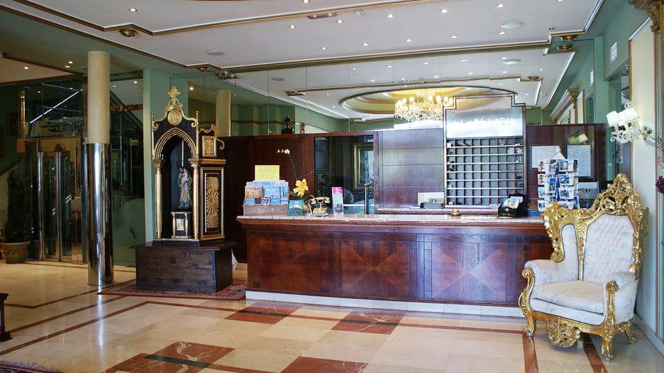 Hotel Camino de Santiago - EDIT_reception.jpg