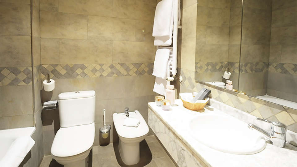 Hotel Campos de Castilla - EDIT_bath1.jpg