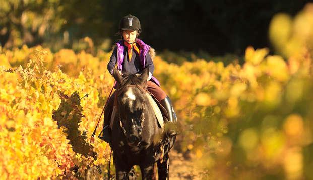 Escapada entre viñedos: ruta a caballo y visita a bodega con degustación