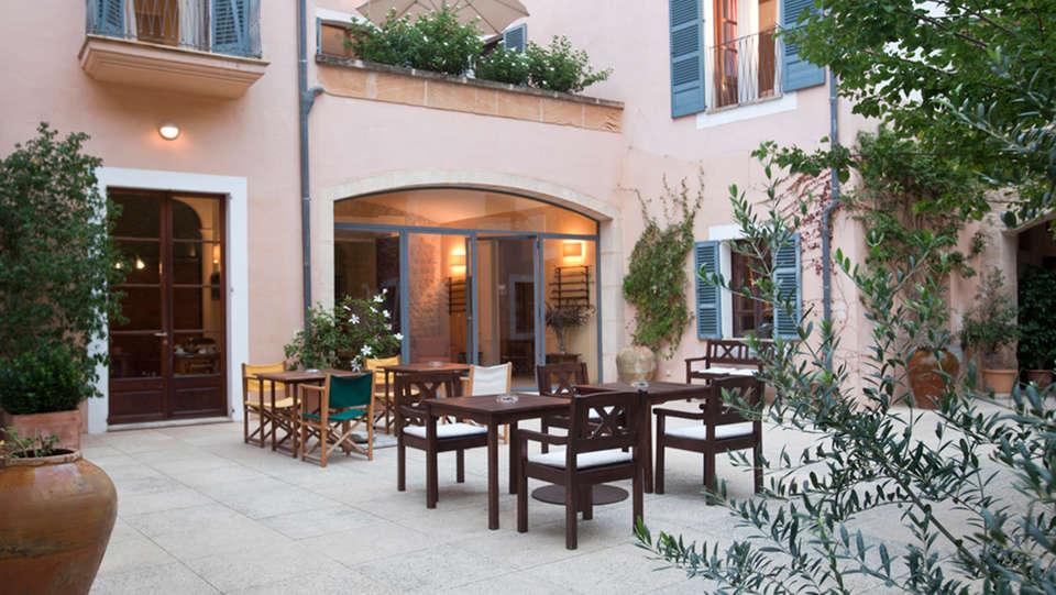 Hotel Can Moragues - EDIT_terrace.jpg