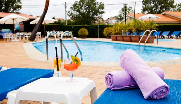 Escapada en la playa de Canelas con cóctel en la piscina del hotel