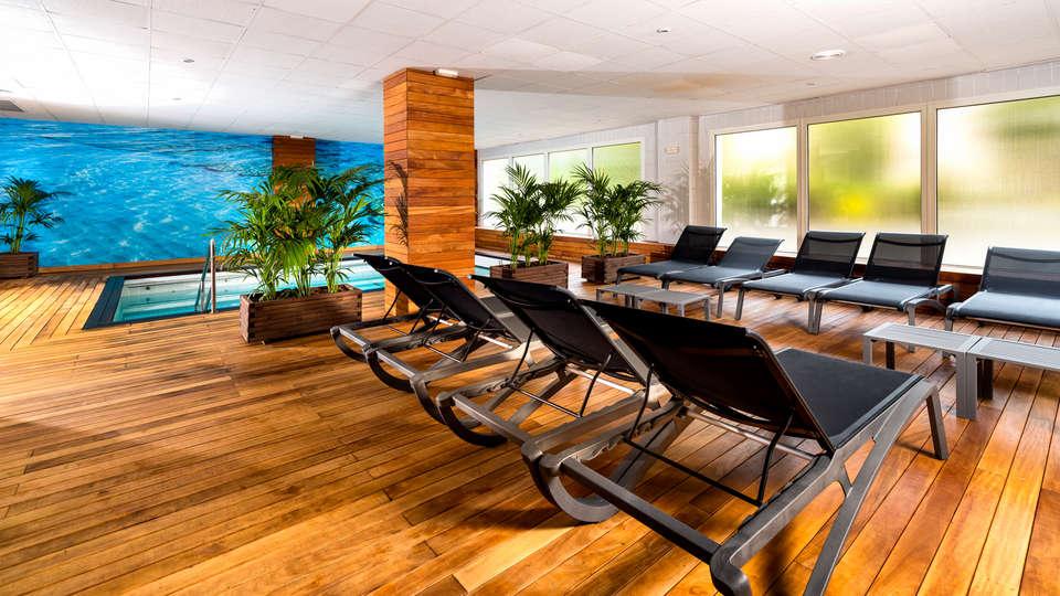 Hotel GEM Wellness & Spa - edit_pool3.jpg