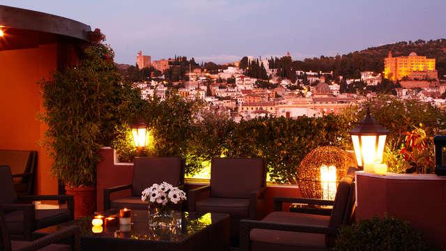 Encantador hotel con piscina en el corazón de Granada