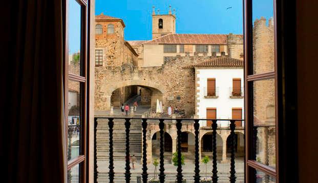 Escapada con encanto en pleno corazón de Cáceres con guía turística incluida