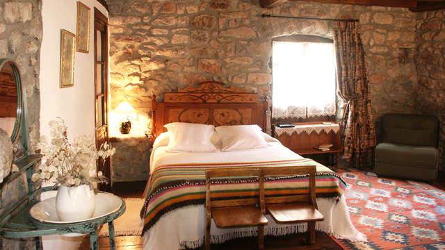 1 noche en habitación doble superior vista a la montaña para 2 adultos