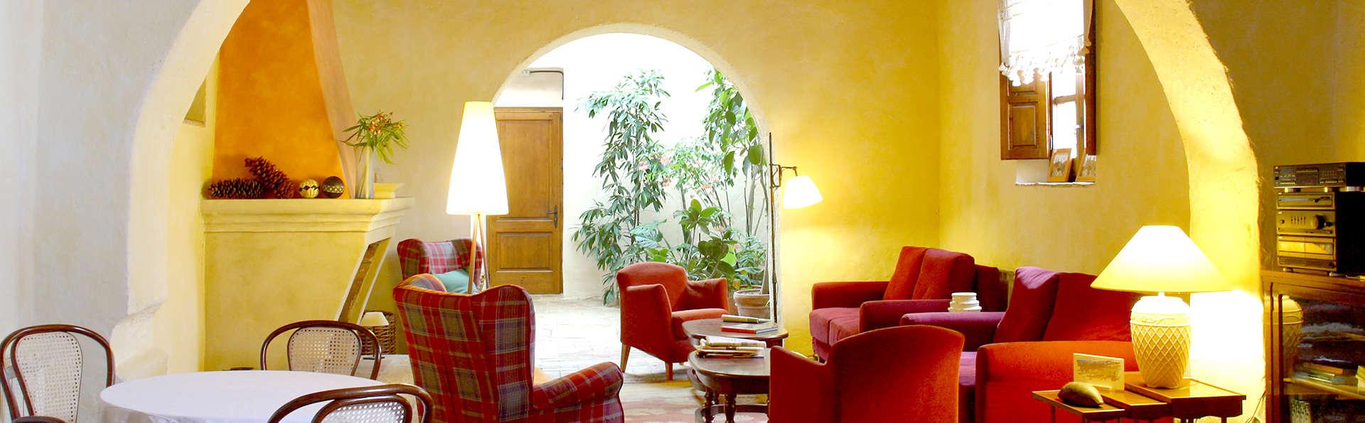 Hotel Castell de Gimenelles - Edit_Lounge.jpg