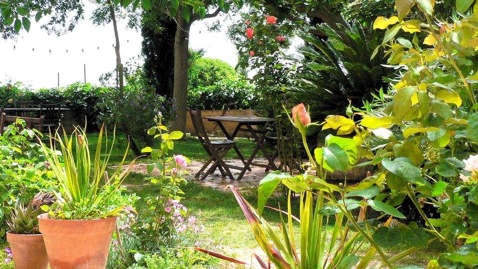 Hotel Castell de Gimenelles - Edit_Terrace2.jpg