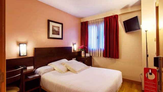 Escapada romántica en Oviedo con bombones y botella de sidra en la habitación