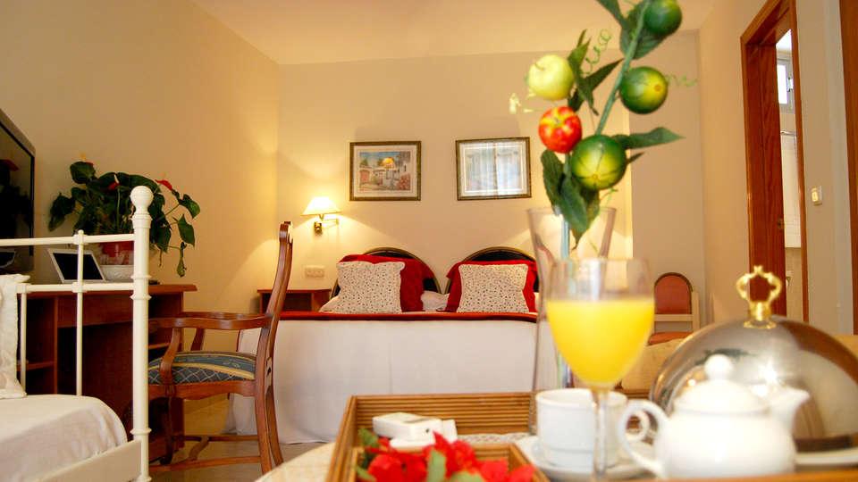 Hotel El Dorado - Edit_Room5.jpg