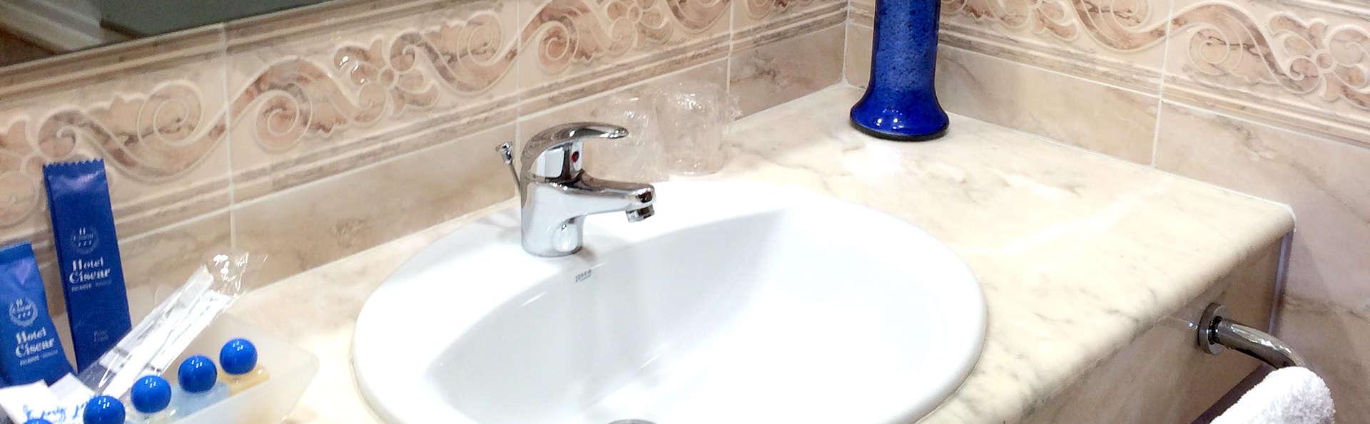 Hotel El Dorado - Edit_Bathroom.jpg