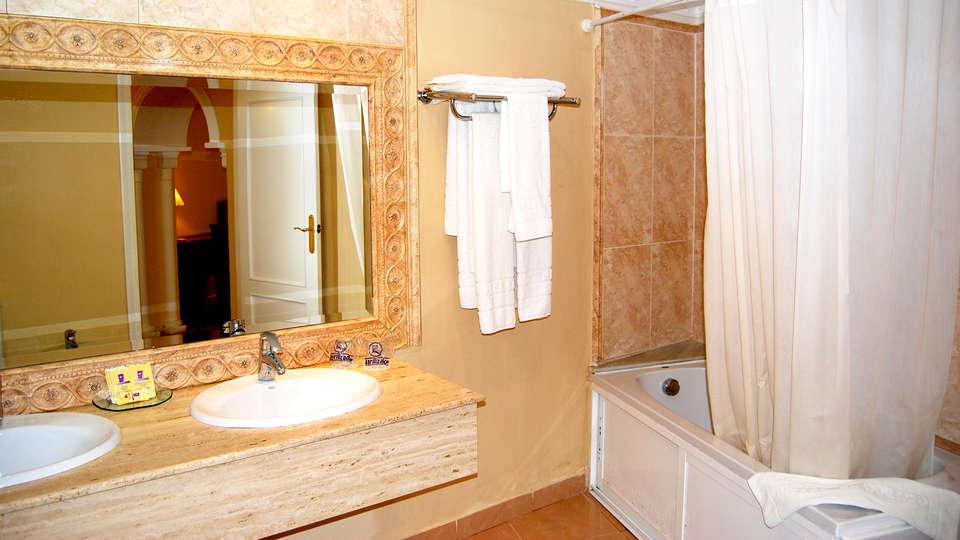 Hotel El Dorado - Edit_Bathroom2.jpg