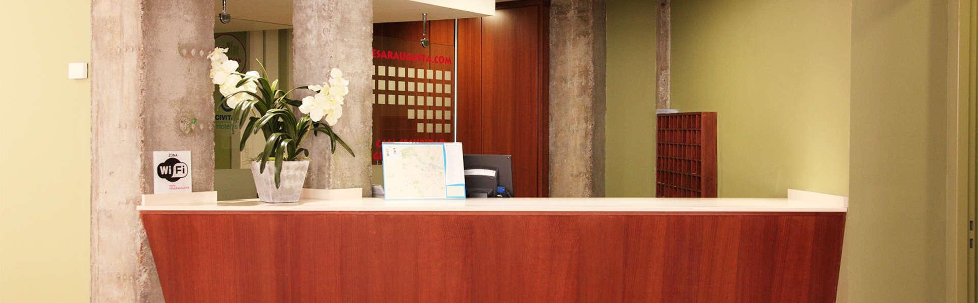 Hotel Cesaraugusta - EDIT_reception2.jpg