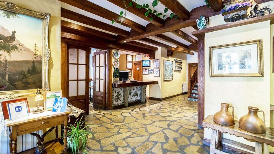 Hotel Ciria - EDIT_reception1.jpg