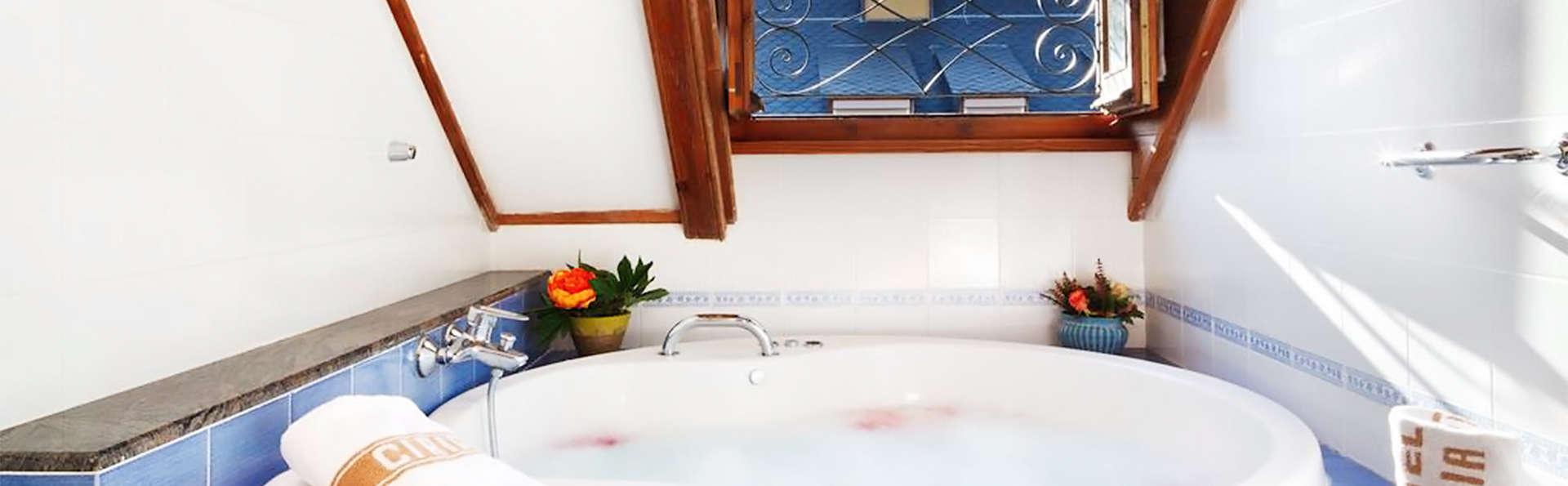 Séjour en suite avec bain hydromassant en chambre à Benasque