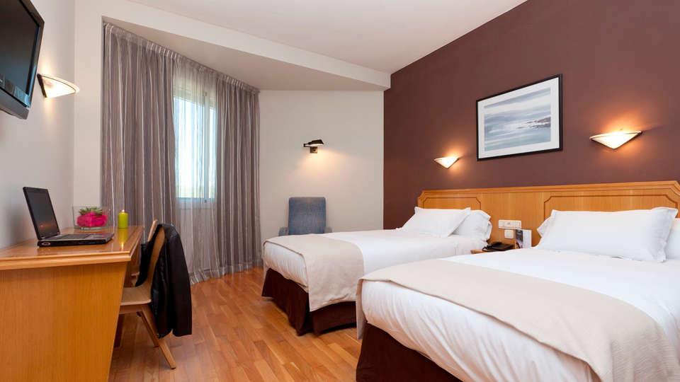 Hotel Ciudad de Burgos - EDIT_room4.jpg