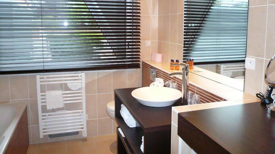 Hotel The Originals Saint-Nazaire Aquilon (ex Inter-Hotel) - Edit_Bathroom.jpg