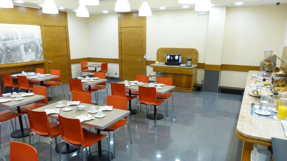 Hotel Condes de Haro - EDIT_breakfastroom2.jpg