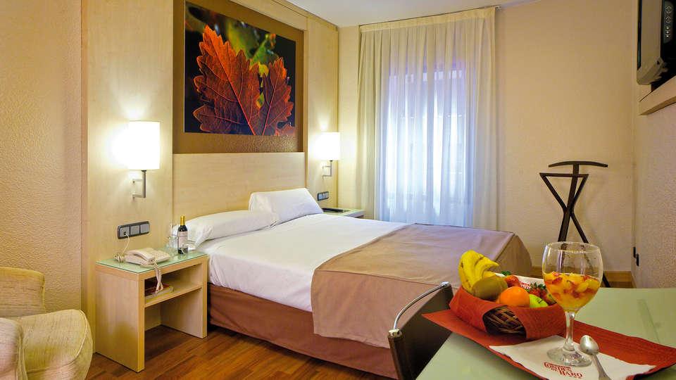 Hotel Condes de Haro - EDIT_room4.jpg