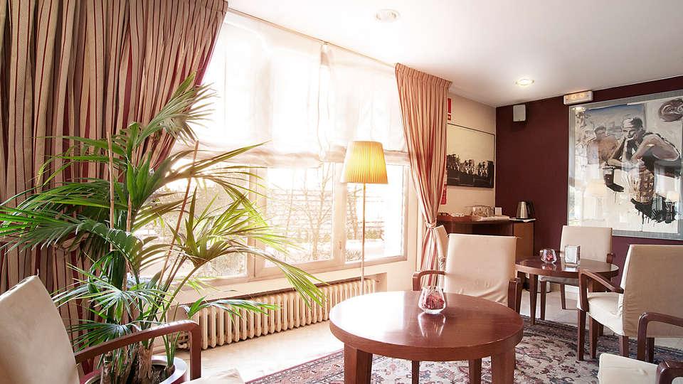 Hotel Costabella - EDIT_salon1.jpg