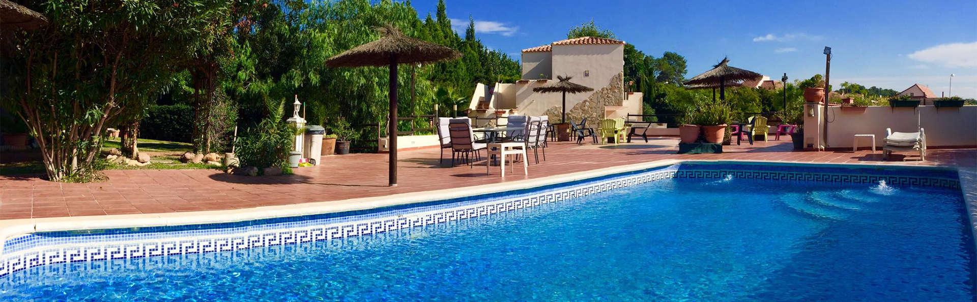 Hotel Cruz de Gracia - EDIT_pool2.jpg